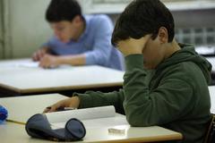 studenti durante lezione in classe